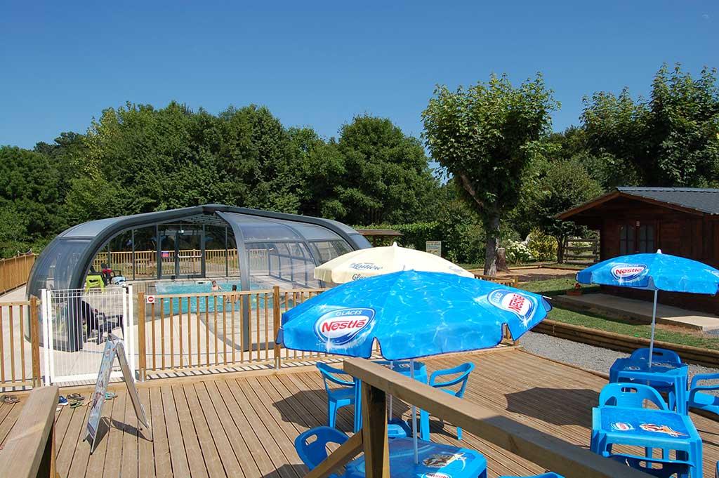 Camping Con Piscina Calentada Y Cubierta En Puy De Dôme