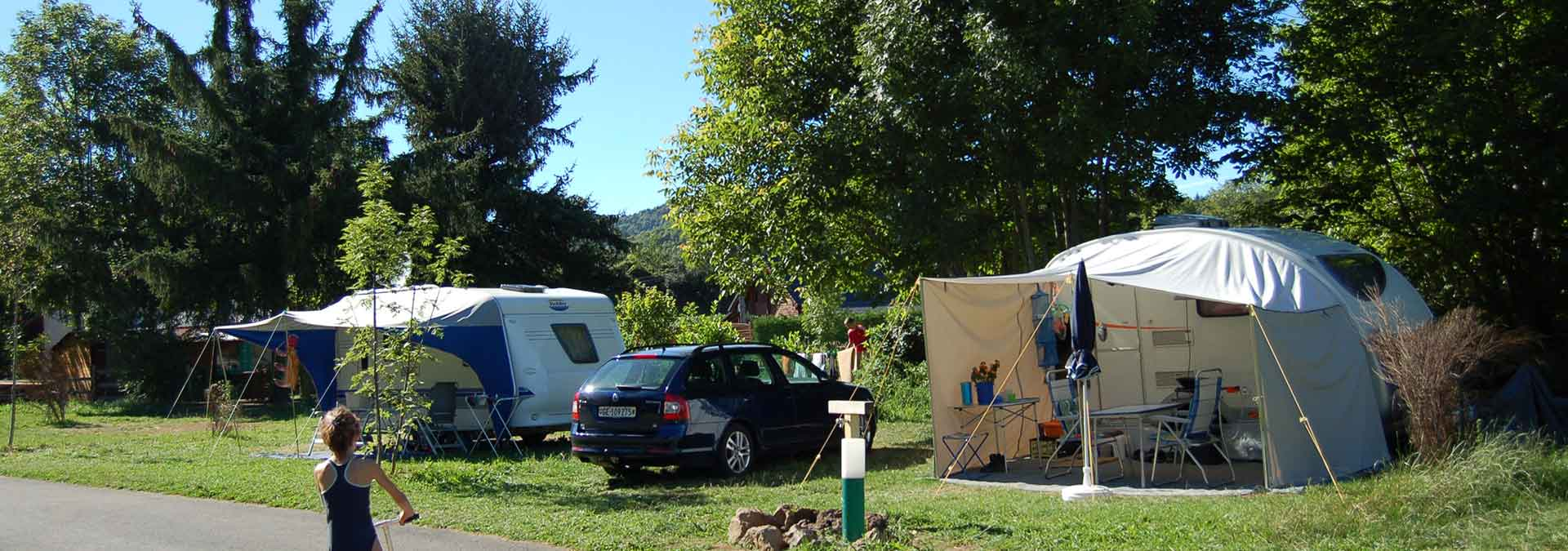 emplacement camping lac chambom murol