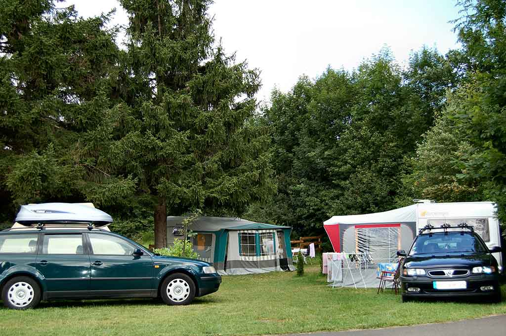 Emplacement camping Lac Chambon Murol